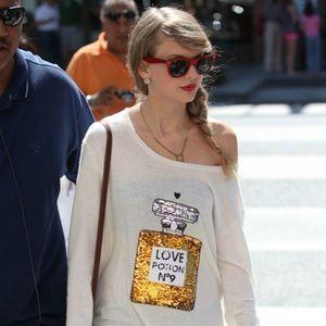 Taylor Swift and Beyoncé worn love potion knit top